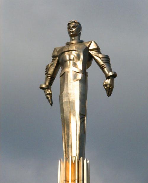 Estátua a lo súper héroe del cosmonauta Yuri Gagarin