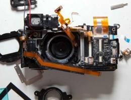 Una Fuji X100 desmontada totalmente