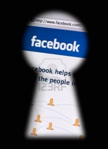 Demandan a Facebook por analizar los mensajes privados