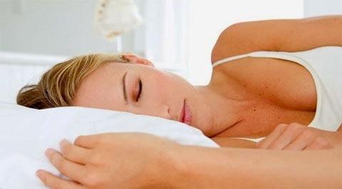 Dormir con el lado derecho hacia abajo