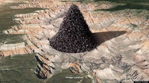 Visualización del espacio que ocuparíamos todas las personas de la Tierra en un sólo lugar