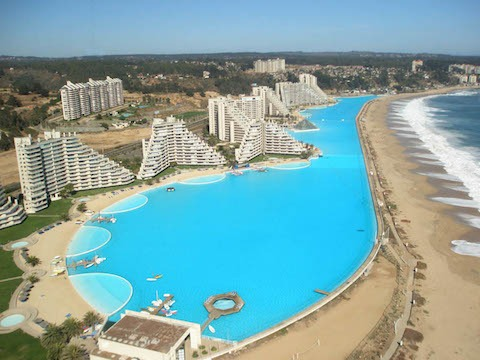 Worlds-Largest-Swimming-Pool-11