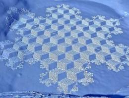 13 fotos de dibujos increíbles que se han hecho andando sobre nieve o arena