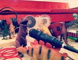 Convencen a sus hijos de que sus dinosaurios cobran vida de noche [#Dinovember]