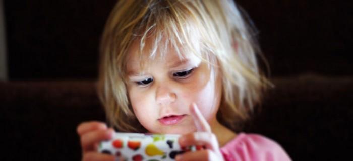 14 consejos que le puedes dar a tus hijos a la hora de usar Internet en su móvil