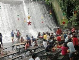 Alucina con este restaurante en una catarata de Filipinas