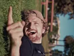 Impresionante vídeo de Parkour arrastrándose por la hierba