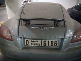 Si te gustan los coches, sufrirás con estos 26 bólidos abandonados en Dubai