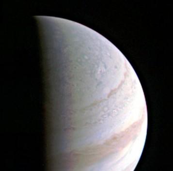 Foto real de Jupiter hecha por la sonda espacial Juno