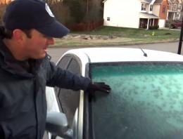 Cómo descongelar el parabrisas de tu coche rápida y fácilmente