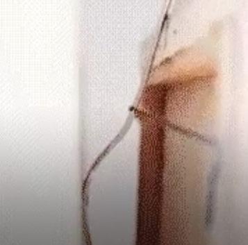 Cómo colgar un cuadro con un tenedor