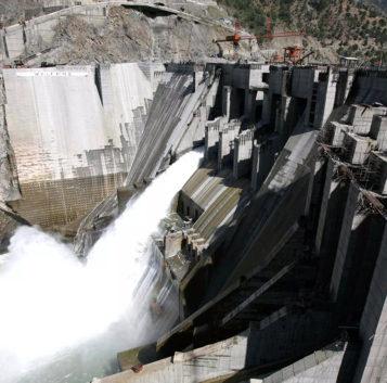 La mayoría de centrales hidroeléctricas del mundo se concentran en sólo diez países